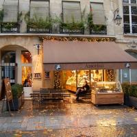 Paris: Café vis a vis Centre George Pompidou