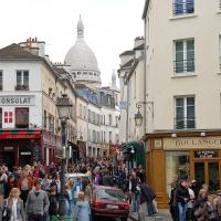 Paris: Basilika Sacré-Cœur, Blick  von der Rue Norvins