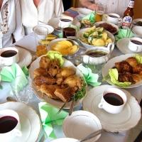 Polen: Boršč (traditionelle Rote-Rüben-Suppe) und Kaczka (Ente)