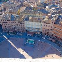 Toskana: Siena, Blick auf den Piazza del Campo vom Torre del Mangia